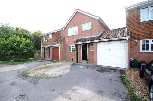 3 Bedrooms Terraced House for sale in Kitwood Drive, Lower Earley, Reading