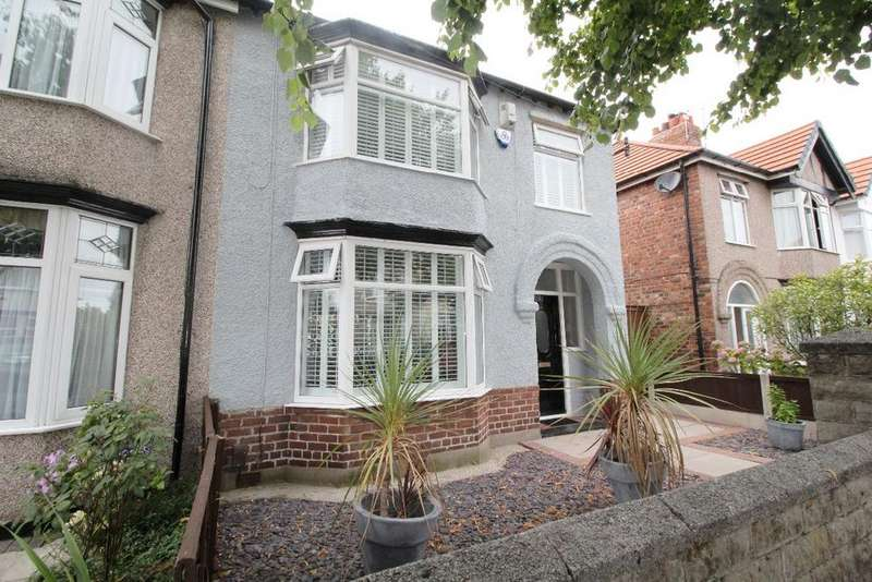 3 Bedrooms Semi Detached House for sale in Rosebury Avenue