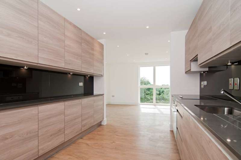 2 Bedrooms Apartment Flat for sale in Bodiam Court, Lakeside Drive, London