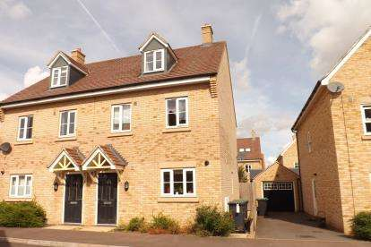3 Bedrooms Semi Detached House for sale in Torquay Close, Biggleswade, Bedfordshire