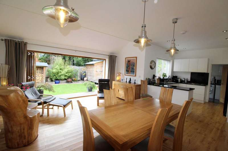 4 Bedrooms Detached House for sale in Sherbourne Road, Bolton