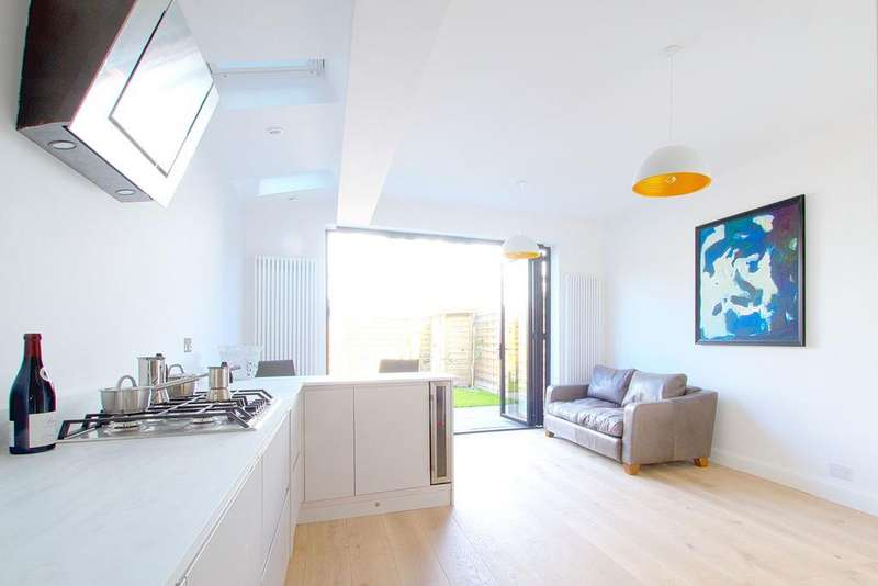 4 Bedrooms Terraced House for sale in Durham Road, Ealing, W5