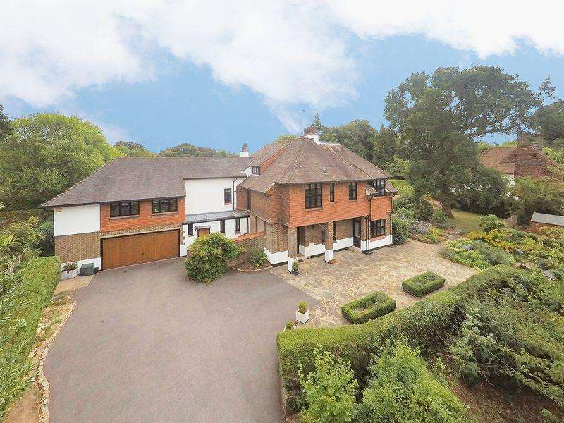 6 Bedrooms Detached House for sale in Walpole Avenue, Chipstead