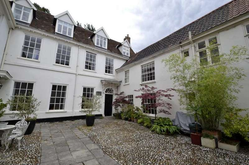 3 Bedrooms Town House for sale in City Centre, Norwich