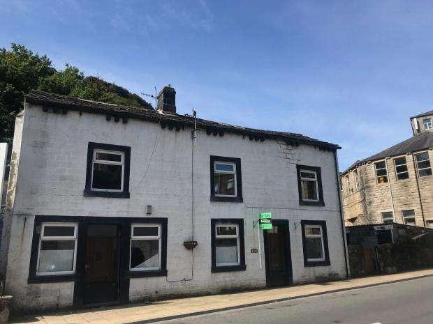 3 Bedrooms Detached House for sale in Burnley Road Calderdale