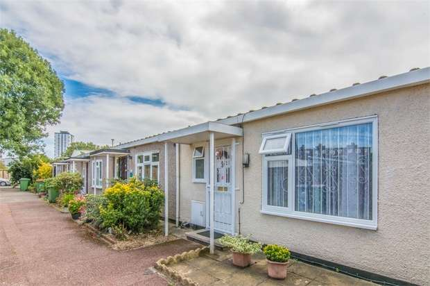 2 Bedrooms Terraced Bungalow for sale in Boyce Way, Plaistow, London
