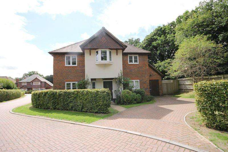 4 Bedrooms Detached House for sale in Wintons Close, Burgess Hill, West Sussex