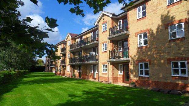 2 Bedrooms Apartment Flat for sale in Elliotts Way, Caversham, Reading