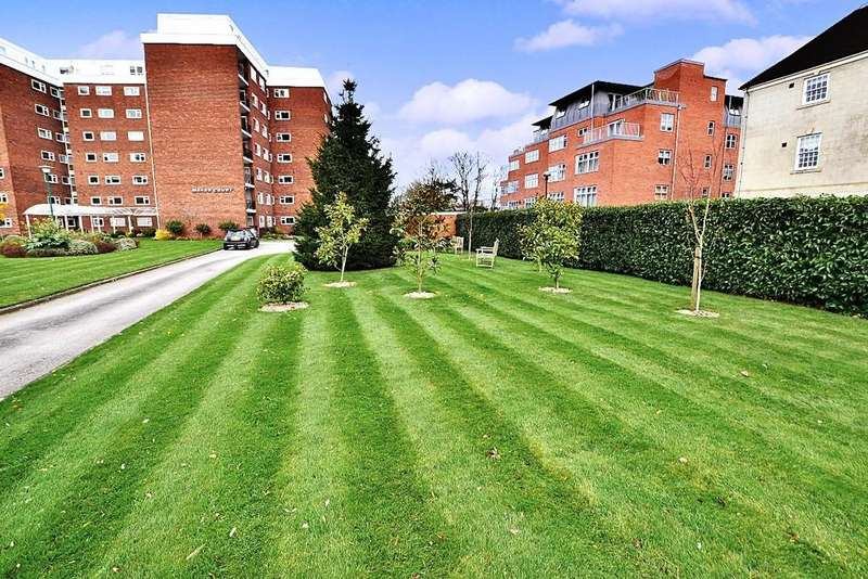 2 Bedrooms Apartment Flat for sale in Penthouse, Manor Court, Avenue Road, Leamington Spa