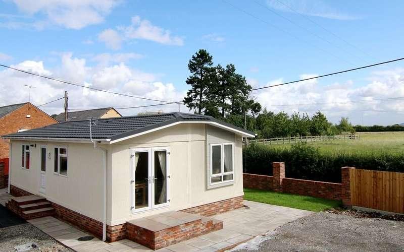 2 Bedrooms Mobile Home for sale in Wervin Road, Wervin