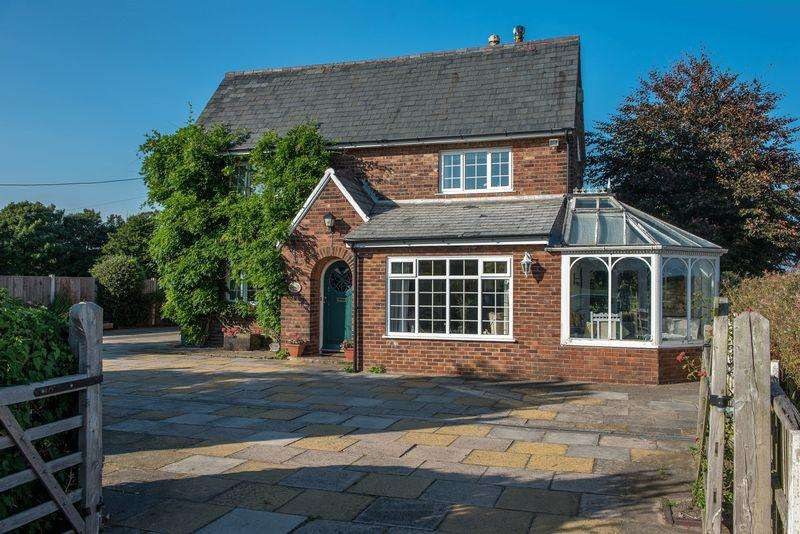 3 Bedrooms Detached House for sale in Lunt Road, Lunt