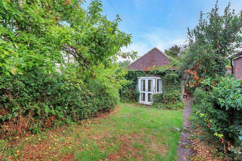 2 Bedrooms Detached Bungalow for sale in Cheddinton