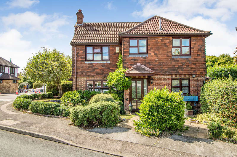 4 Bedrooms Detached House for sale in The Everglades, Hempstead, Gillingham, ME7