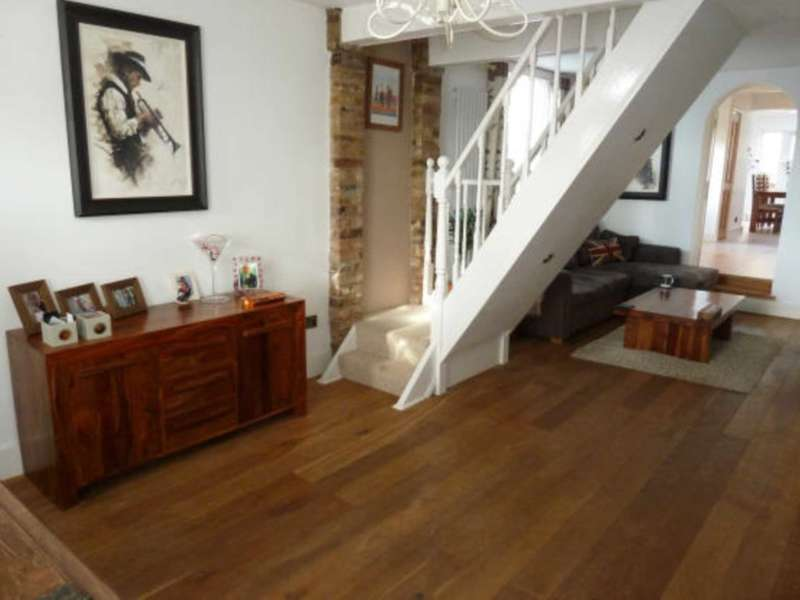 2 Bedrooms House for sale in Brook Road, Epping