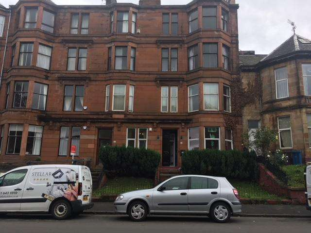 3 Bedrooms Flat for sale in Dixon Avenue, Glasgow G42