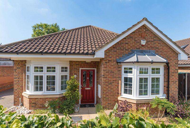 3 Bedrooms Detached House for sale in **Gated Luxury Contempory Living**