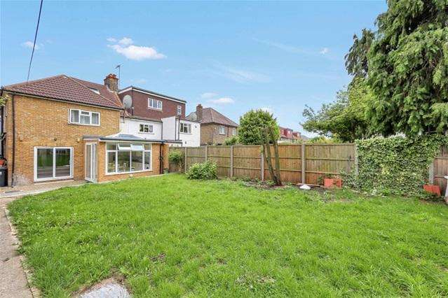 5 Bedrooms Semi Detached House for sale in The Crescent, Acton, London