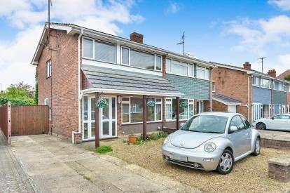 3 Bedrooms Semi Detached House for sale in Blenheim Avenue, Stony Stratford, Milton Keynes, Buckinghamshire