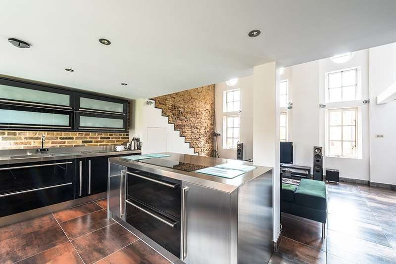 3 Bedrooms Flat for sale in Makepeace Road, London, London, E11