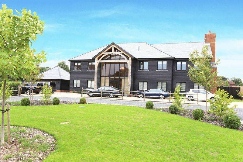 5 Bedrooms Detached House for sale in Edge of Hurstpierpoint