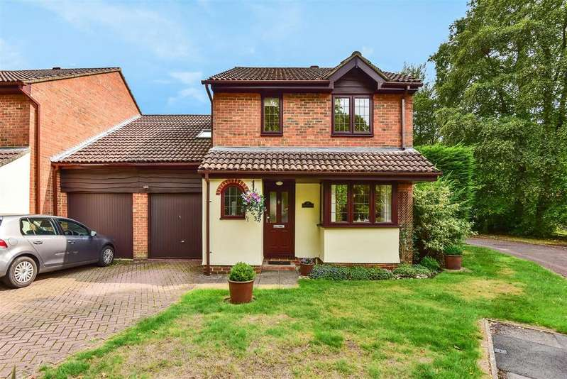 4 Bedrooms Detached House for sale in The Brackens, Crowthorne, Berkshire RG45 6TB