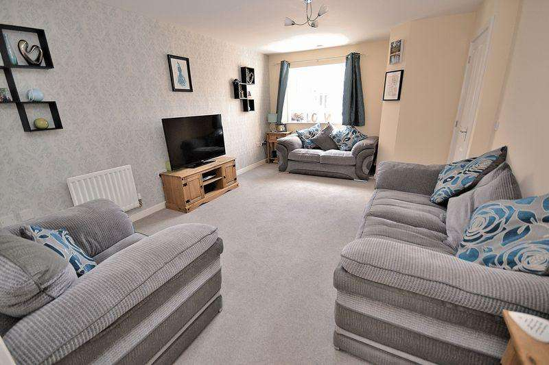 3 Bedrooms Semi Detached House for sale in Clifford Close, Hockliffe
