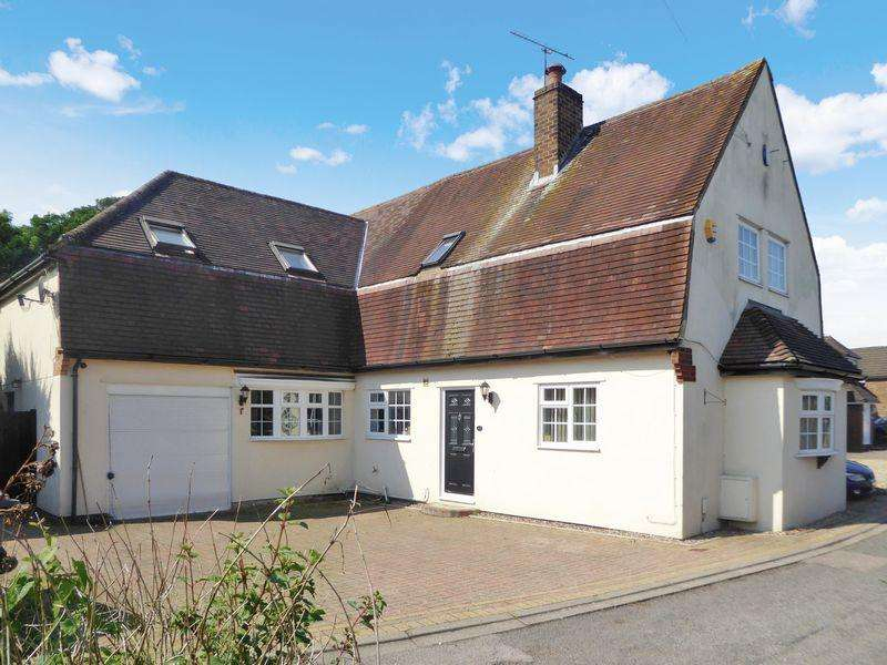 5 Bedrooms Detached House for sale in Seamons Close, Dunstable