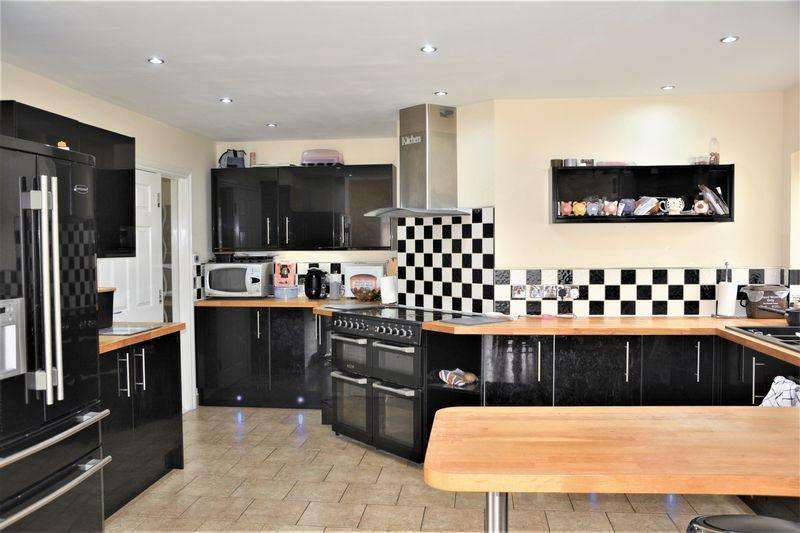 4 Bedrooms Detached House for sale in Beach Road, Sand Bay