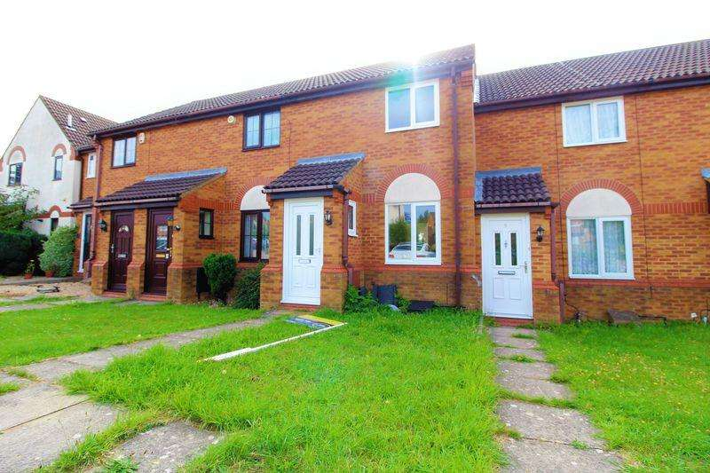 2 Bedrooms Terraced House for sale in CHAIN FREE Property on Yately Close in BUSHMEAD!