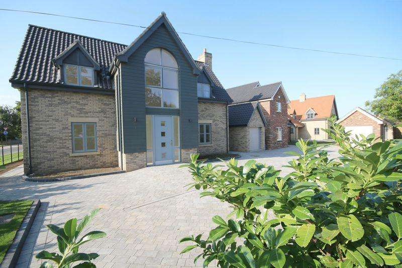 4 Bedrooms Detached House for sale in Ely Road, Littleport.