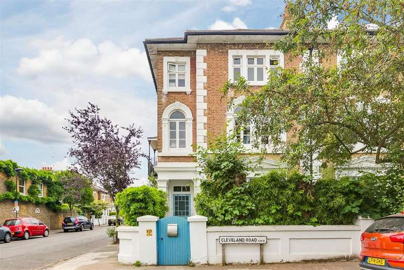 2 Bedrooms Flat for sale in Cleveland Road, Barnes, London SW13
