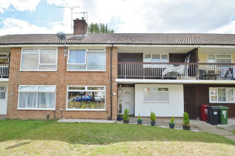 2 Bedrooms Maisonette Flat for sale in Newton Close, Langley, SL3