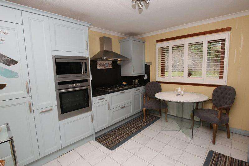 3 Bedrooms Flat for sale in Levenford Court, Dumbarton