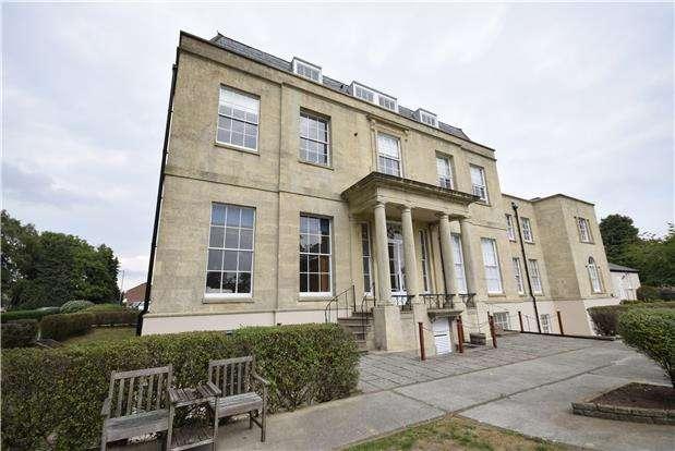 2 Bedrooms Flat for sale in Beech House, Barkleys Hill, Stapleton, BRISTOL, BS16 1FF