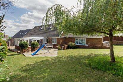 5 Bedrooms Bungalow for sale in Broom Riddings, Greasbrough, ROTHERHAM