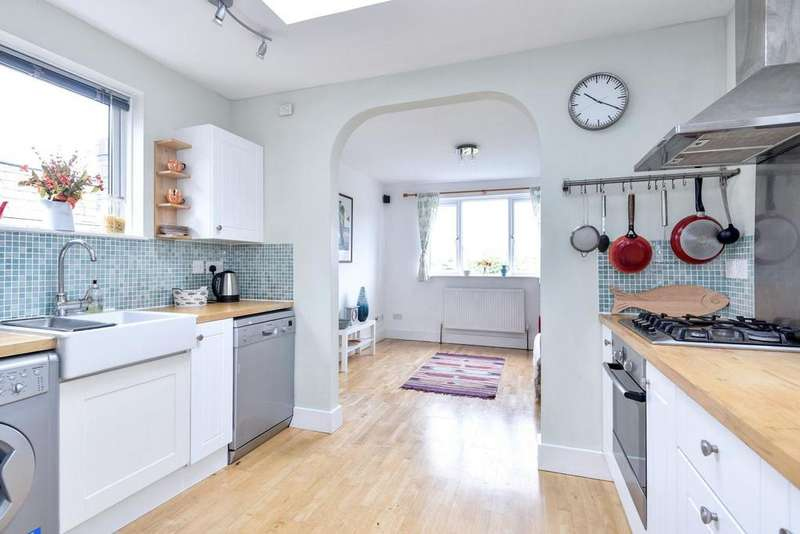 2 Bedrooms Flat for sale in Chiswick Lane, Chiswick