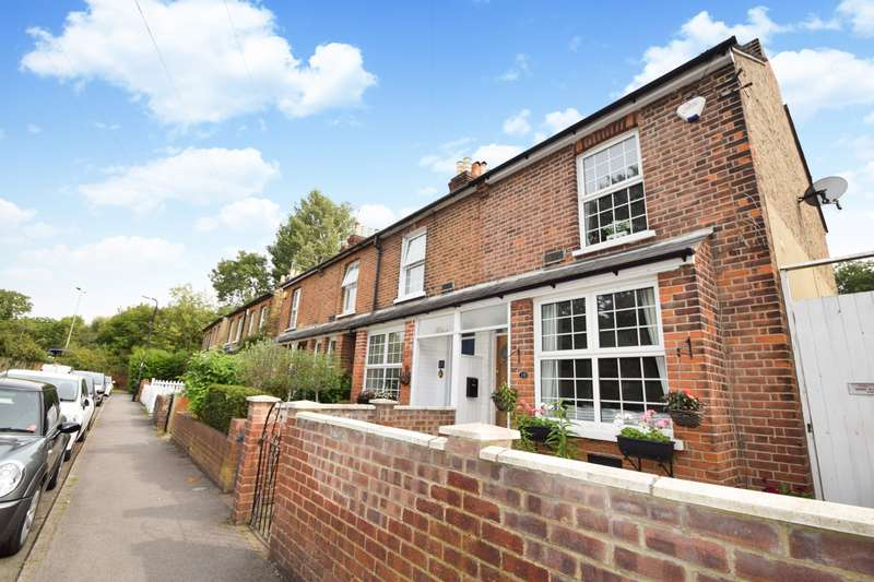 2 Bedrooms End Of Terrace House for sale in The Myrke, Datchet, SL3