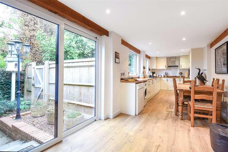 4 Bedrooms Detached Bungalow for sale in Aggisters Lane, Wokingham, Berkshire, RG41