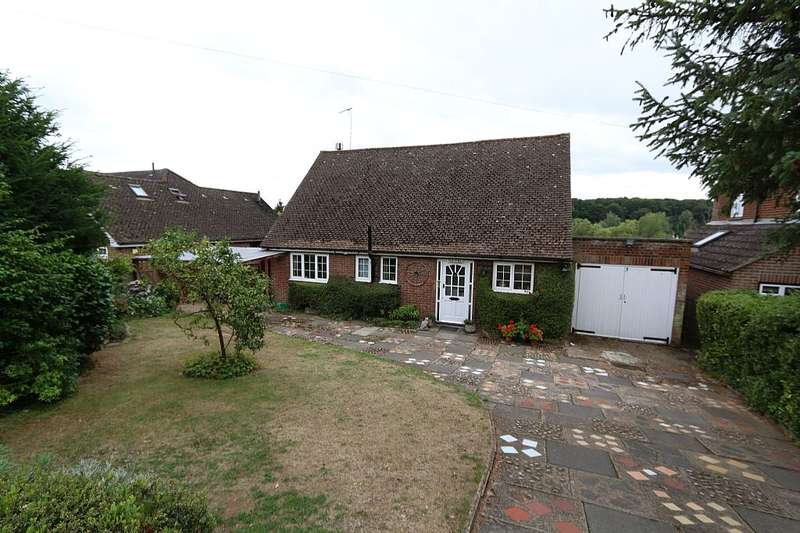 2 Bedrooms Detached Bungalow for sale in Waterford Common, Waterford, HERTFORD, Hertfordshire, SG14 2QD