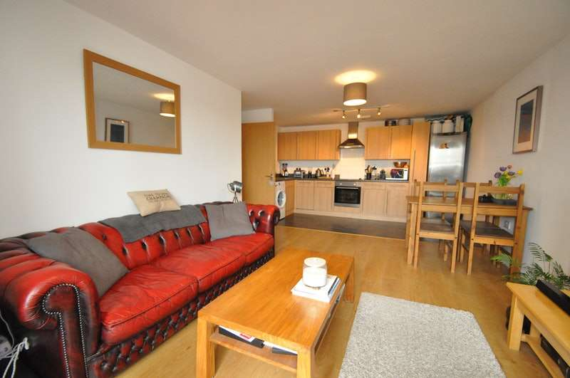2 Bedrooms Apartment Flat for sale in Mill Street, Slough, Berkshire, SL2