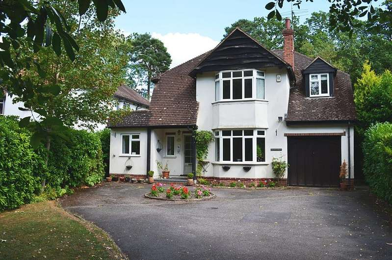 4 Bedrooms Detached House for sale in Ash Vale