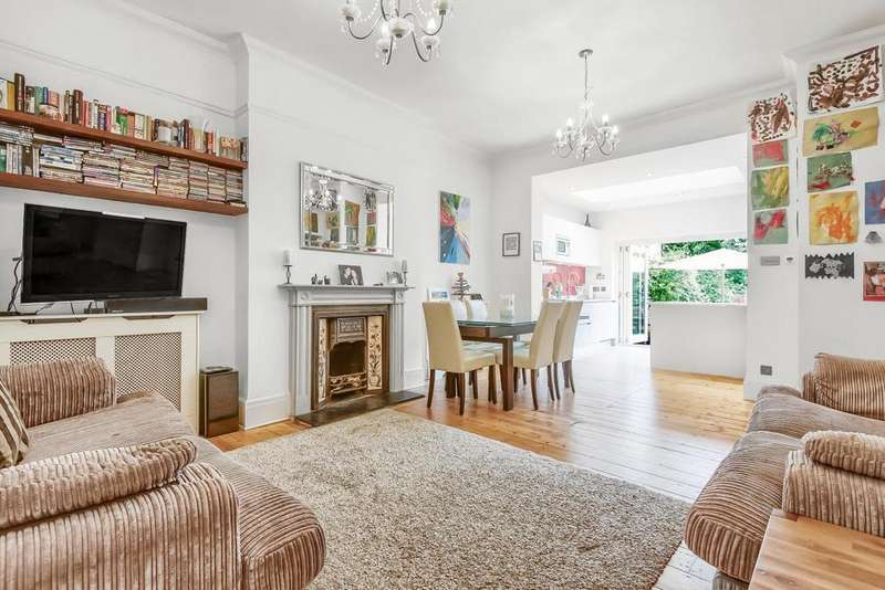 3 Bedrooms Flat for sale in Kirkstall Road, Streatham Hill