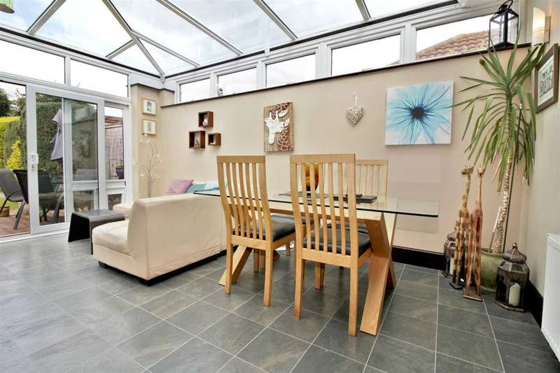 2 Bedrooms Detached Bungalow for sale in Acton Road, Bournemouth