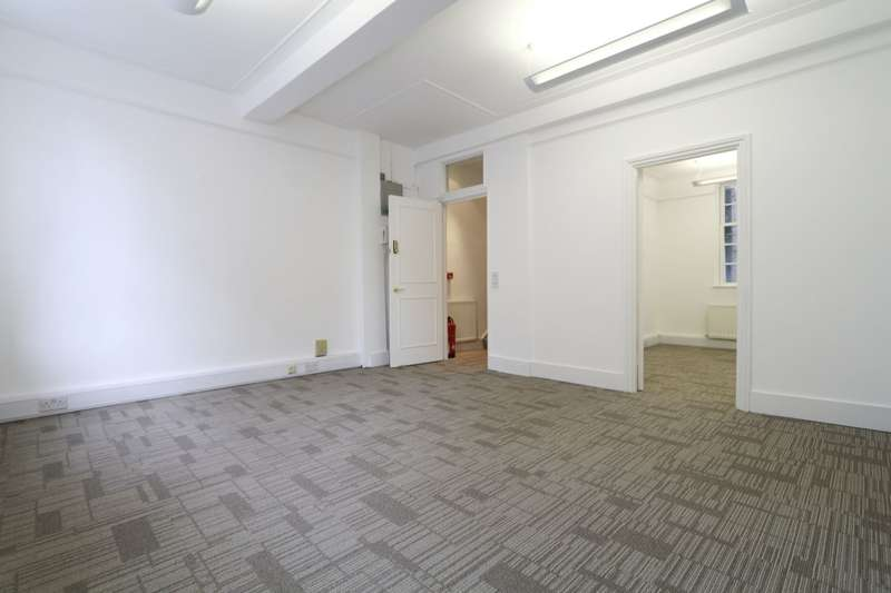Office Commercial for rent in Bowling Green Lane, Barbican, EC1R
