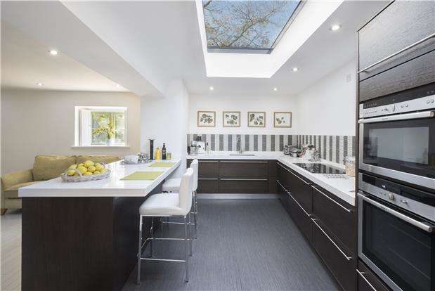 3 Bedrooms Detached House for sale in Church Street, Bredon, TEWKESBURY, Gloucestershire, GL20 7LA