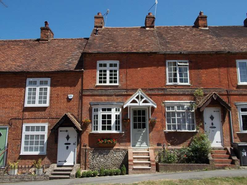 3 Bedrooms Terraced House for sale in The Row, Lane End, Buckinghamshire, HP14