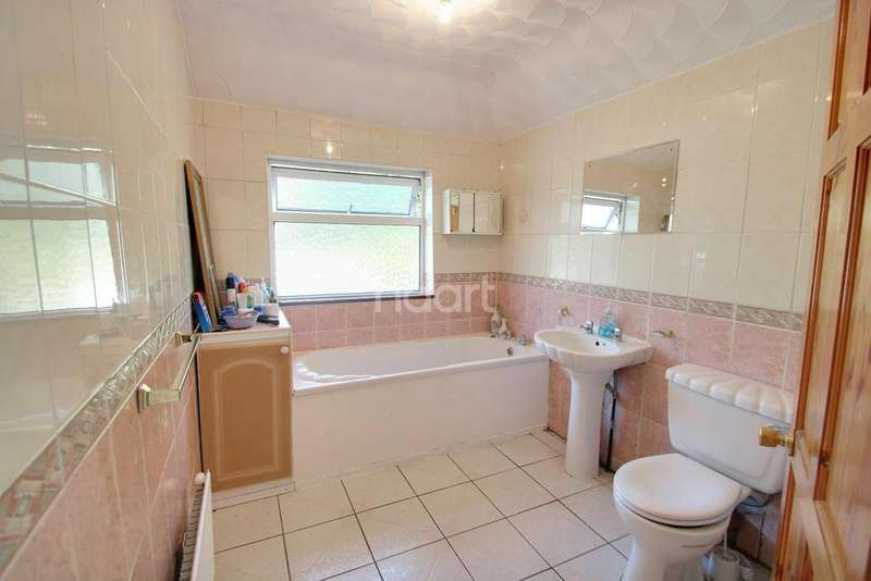 3 Bedrooms Semi Detached House for sale in Slough