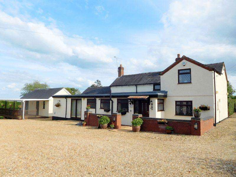 5 Bedrooms Detached House for sale in Stone Heath, Leigh