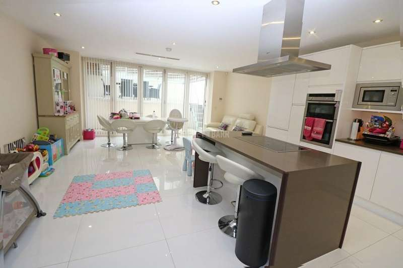 4 Bedrooms Terraced House for sale in Wentworth Road, Golders Green