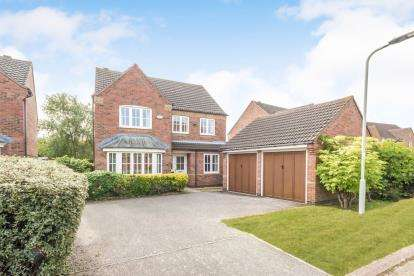 4 Bedrooms Detached House for sale in Waltham Drive, Abbeyfields, Elstow, Bedford